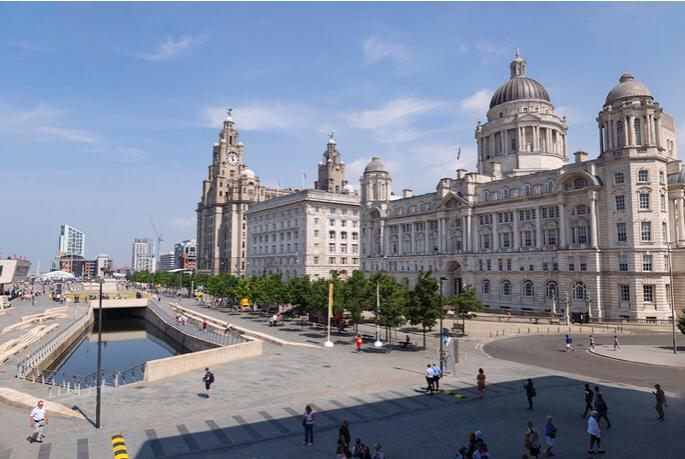 Visiting the Liverpool Waterfront : Liver Buildings : Breeze Guest House
